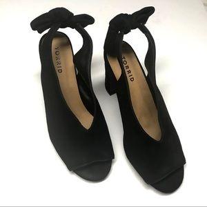 NWOB Torrid bow slingback Chunky heels- 8.5W